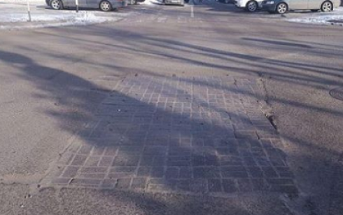 ТОО «Қарағанды Су» следит за состоянием брусчатки, которую уложили на аварийных участках в зимнее время
