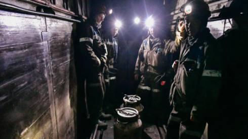 При выбросе газа и угля на шахте имени Ленина пострадали два человека. Поиски машиниста продолжаются