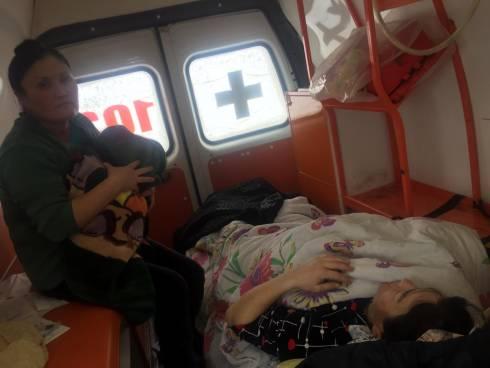 Женщина родила в машине скорой помощи на трассе в Карагандинской области