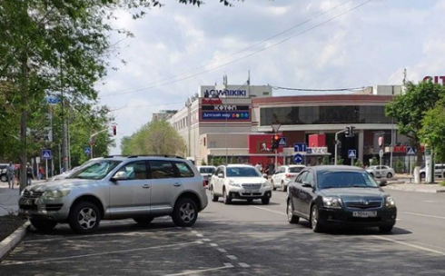 В Караганде на улице Комиссарова парковочные карманы не соответствуют нормам