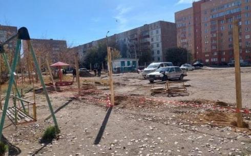 Строительство дома в карагандинском дворе: жители возмущены, власти приостановили стройку