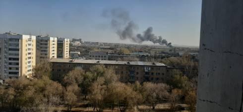 В Караганде горит жилой дом на улице Балхашская