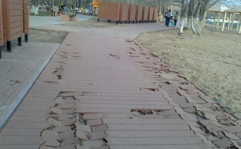 Вандалы портят дорожки Центрального парка