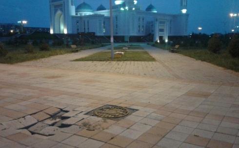 Провал брусчатки рядом с областной мечетью