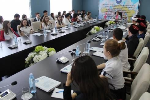 Молодежь на форуме в Караганде призвали к миру и созиданию
