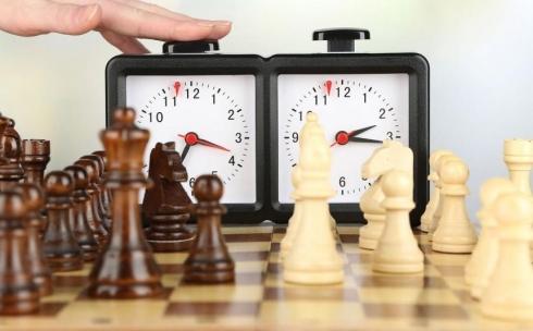 В карагандинских вузах и колледжах проходят показательные игры в шахматы