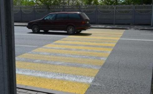 В Караганде выясняли, почему разметка на дорогах стирается так быстро