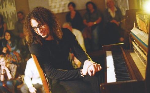 Карагандинцев приглашают на джазовый концерт Джавада Айдауи