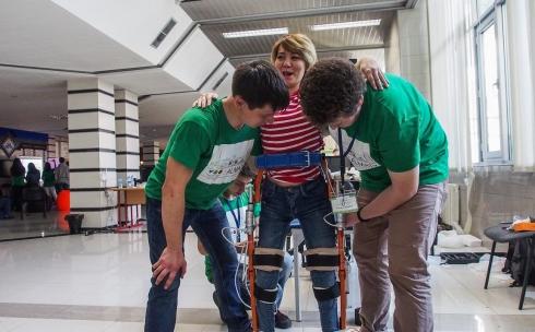 Карагандинские изобретатели могут помочь парализованным людям встать на ноги
