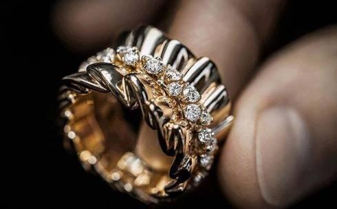 Мужчина украл ювелирные изделия из дома знакомых в Жезказгане