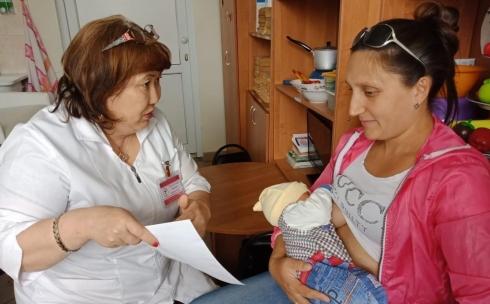 В Караганде для женщин, недавно ставших мамами, провели консультации по грудному вскармливанию