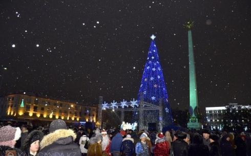 В Караганде к Новому году установят и украсят более 100 различных елок
