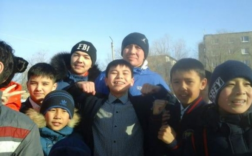 Геннадий Головкин неожиданно появился в школе Майкудука