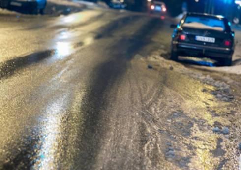 Из-за гололёда на дорогах в Караганде пришлось подключать зимнюю спецтехнику