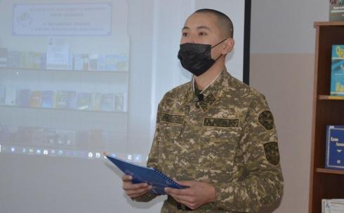 Служба и творчество: карагандинские военнослужащие прочитали стихи Касыма Аманжолова