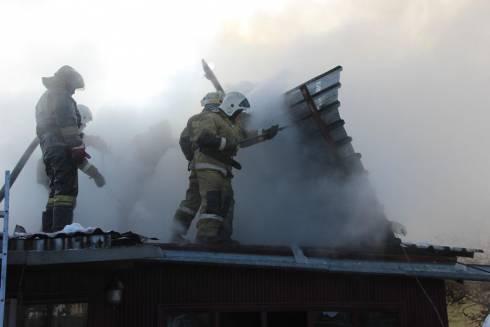 В Караганде загорелся жилой дом по улице Хмельницкого