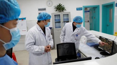Узнав, что у них коронавирус, пациенты стали нападать на врачей в Казахстане