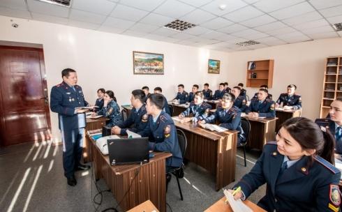 В Караганде запустили пилотный проект по проведению занятий руководителями территориальных ОВД