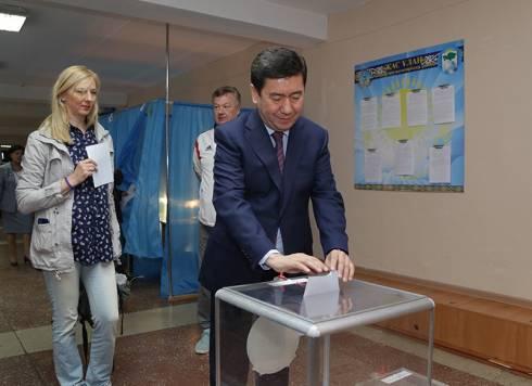 Ерлан Кошанов проголосовал на выборах Президента РК