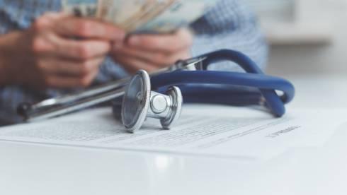 Снятие пенсионных на лечение: утвержден список медицинских услуг