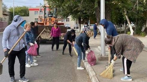 Более 400 человек участвовали в субботнике в Жезказгане