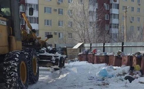 Из-за непрочищенных от снега дорог в Караганде возникли проблемы с вывозом мусора