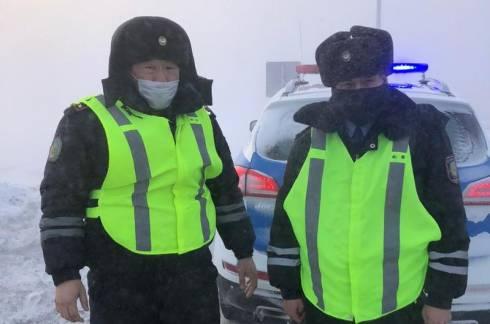 Путников со сломанным автомобилем спасли карагандинские полицейские