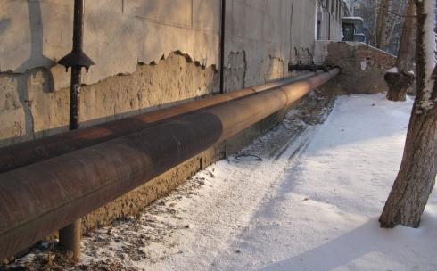Карагандинцы жалуются, что трубы остались без теплоизоляции