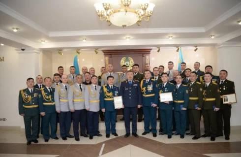Тургумбаев наградил спасателей за работу в экстремальной ситуации в зимний период