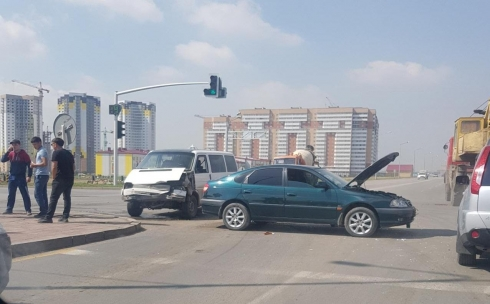 Из-за ДТП на одном из перекрёстков Караганды затруднено движение