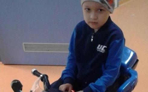Маленькому карагандинцу с диагнозом рак мозга требуется помощь