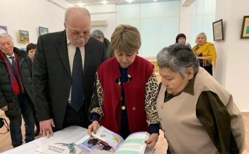 В Караганде открылась персональная выставка Карипбека Куюкова