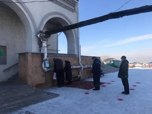 В храмах Карагандинской епархии началась раздача святой Крещенской воды
