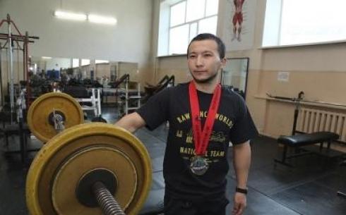 Спортсмен из Карагандинской области завоевал золото на чемпионате мира по пауэрлифтингу