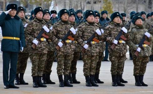 В Караганду для прохождения срочной воинской службы прибыло 200 новобранцев