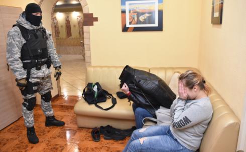 В Караганде задержан подозреваемый в сводничестве
