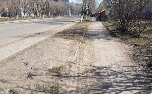 В Караганде объяснили, почему во время ремонта дорог тротуары оставляют без внимания