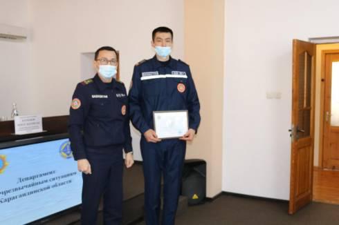 Спасших четверых детей спасателей наградили в Караганде