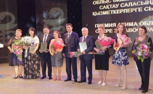 Лучших работников здравоохранения наградили в Караганде