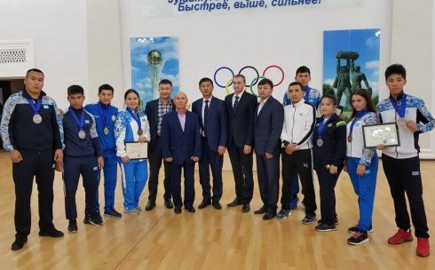 Карагандинские борцов поздравили с победой в областном Управлении физической культуры и спорта