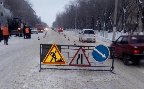 Из-за ремонтных работ в центре Караганды сужен участок дороги