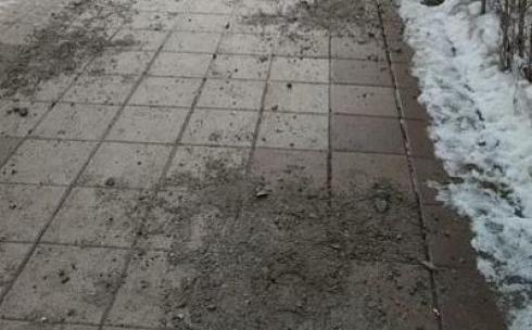 Огромные камни вместо песка и соли - карагандинцы недовольны работой коммунальных служб