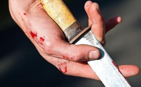 В Караганде перенёсший операцию на сердце мужчина получил ножевые ранения в пьяной драке