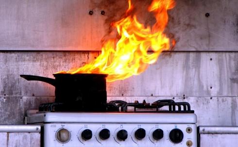 В Караганде подгоревшая еда на плите чуть не привела к пожару