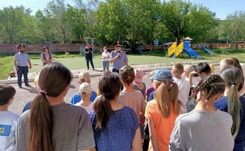 Сотрудники ДУИС по Карагандинской области поздравили воспитанников детского дома с предстоящим праздником