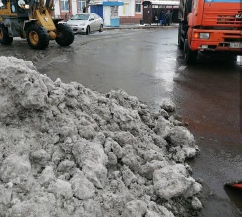 Дороги Караганды в усиленном режиме продолжают чистить от снега