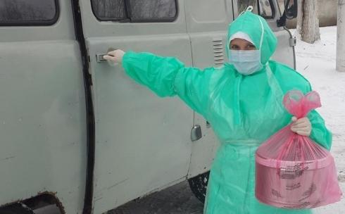 В областную инфекционную больницу доставили больную с подозрением на лихорадку Эбола