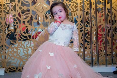 3-летняя Айару из Темиртау представит Казахстан на конкурсе красоты в Болгарии