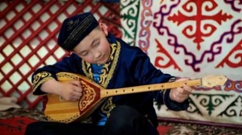Национальный день домбры утвердил Назарбаев
