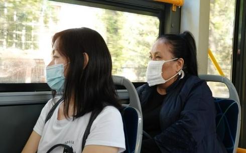 В Караганде кондукторы маршрутных автобусов не соблюдают санитарных норм